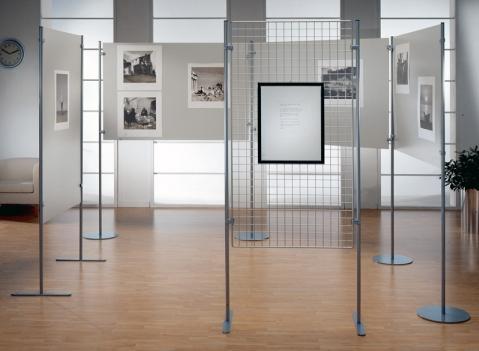 Pannelli espositivi expo 39 pannelli espositivi vetrine for Divisori sospesi